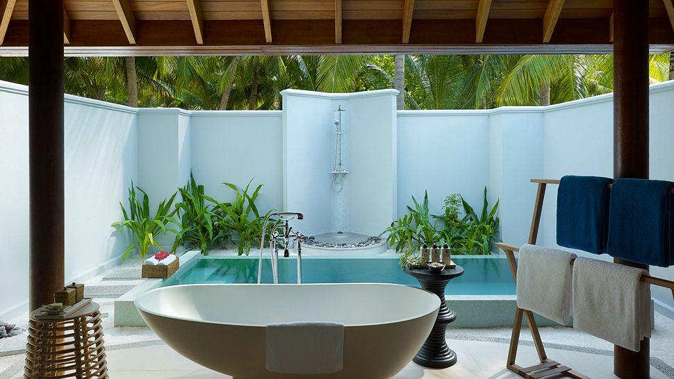 Hotel dusit thani maldives-Beach villa with pool bathroom