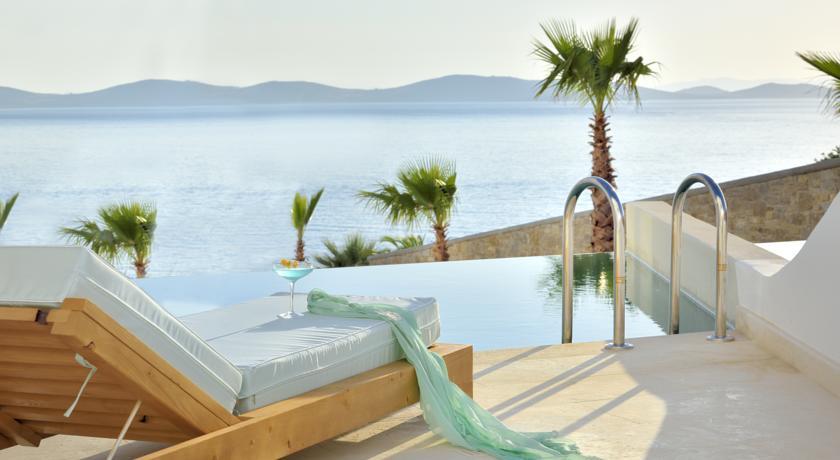 mykonos-anax-resort-et-spa-chaise-longue-piscine