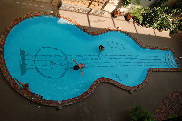 Piscines - formes originales guitare