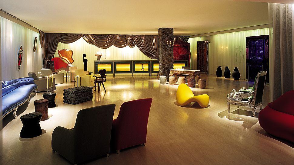 Hetel Sanderson-couv hall hotel