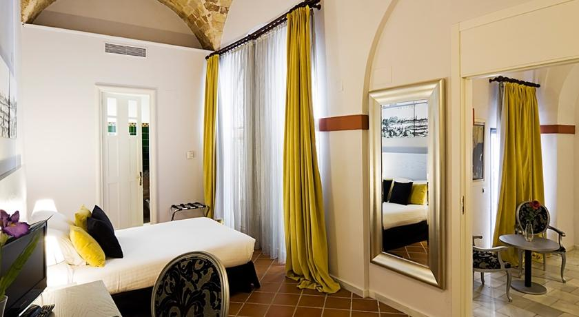 hotel los seises - chambre jaune