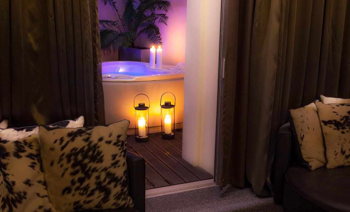 hotel seven - suite lovez vous jacuzzi 2