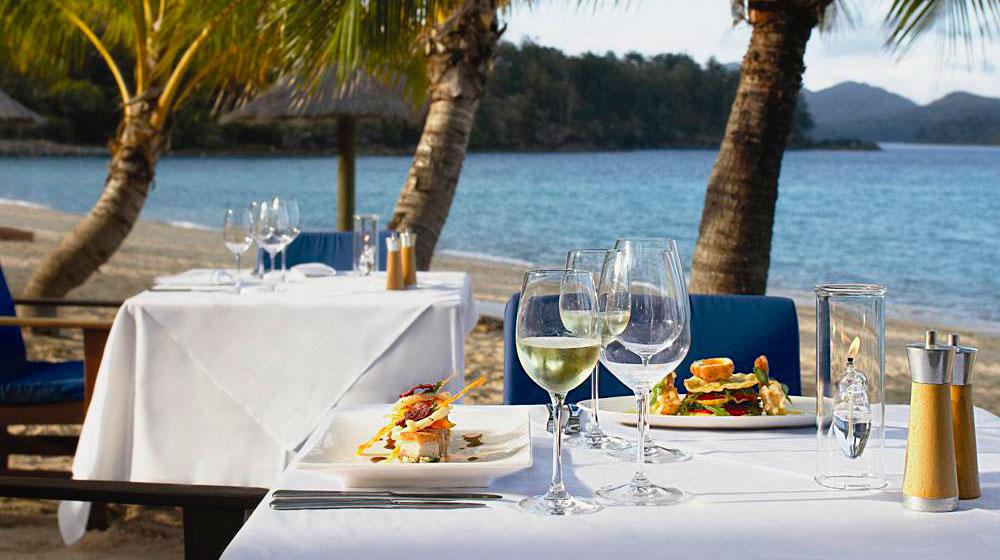 Heart reef - hotel beach club hamilton diner
