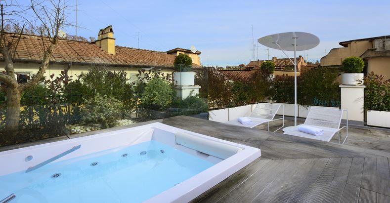 Piscine et jacuzzi privé de l'hôtel Relais Orso à Rome