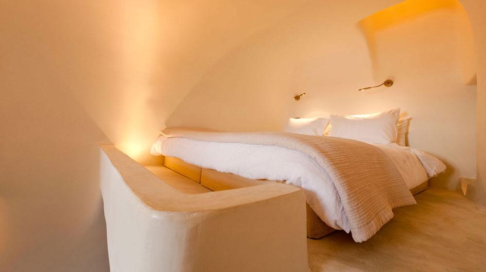 Hotel Kapari Imerovigli Grece - lit Vanilla Room