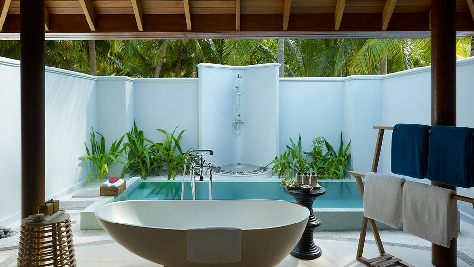 Hotel dusit thani maldives-Beach villa with pool bathroom