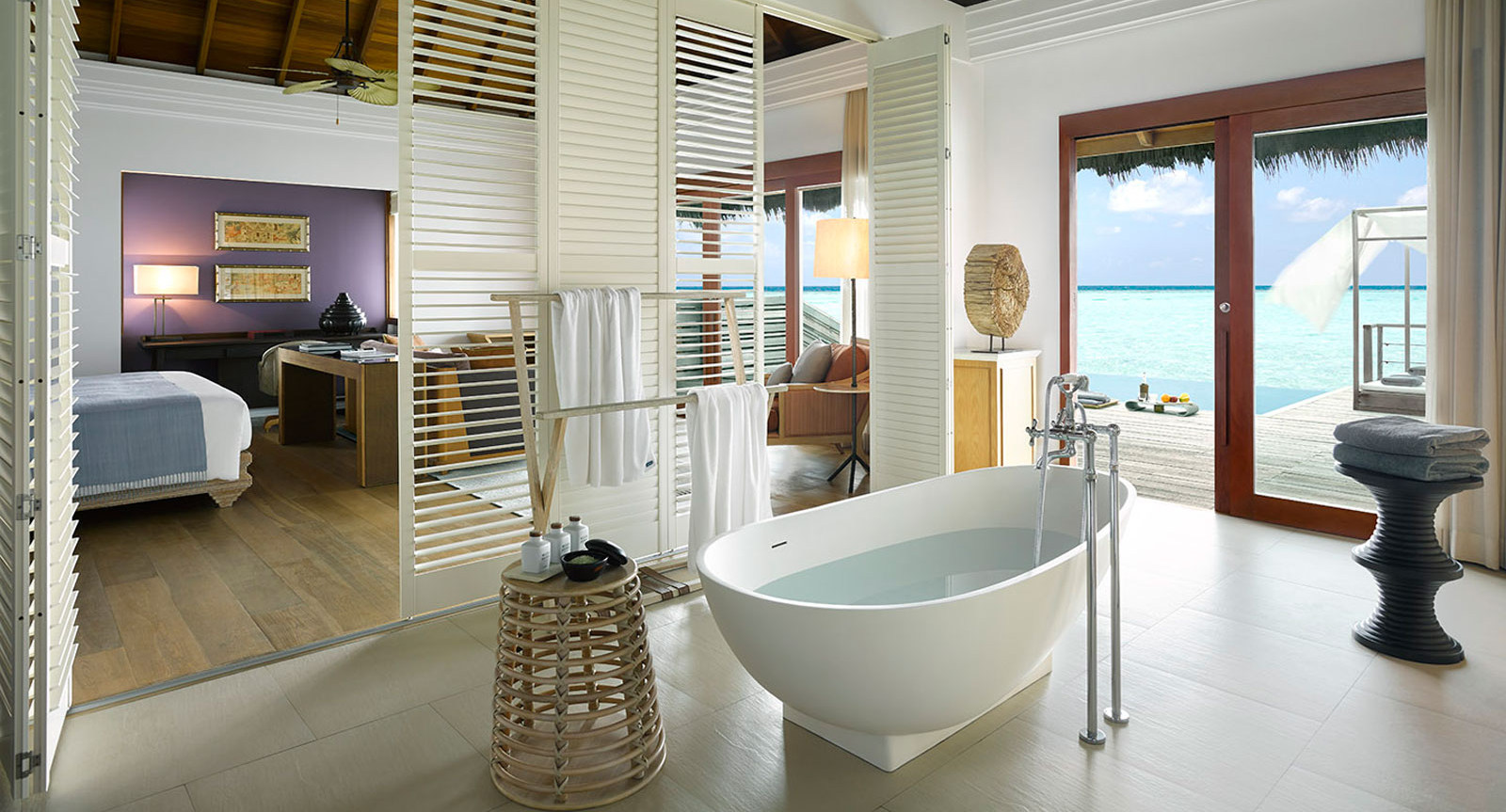 Hotel dusit thani maldives - Ocean-Villa-Bathroom