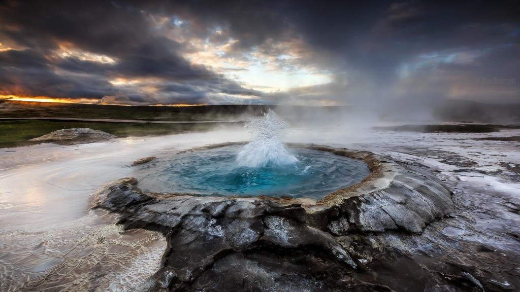 Geyser d'eau bouillonnante dans le sud de l'islande