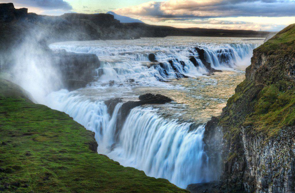 Vue panoramique des chutes d'eau Gullfoss en Islande