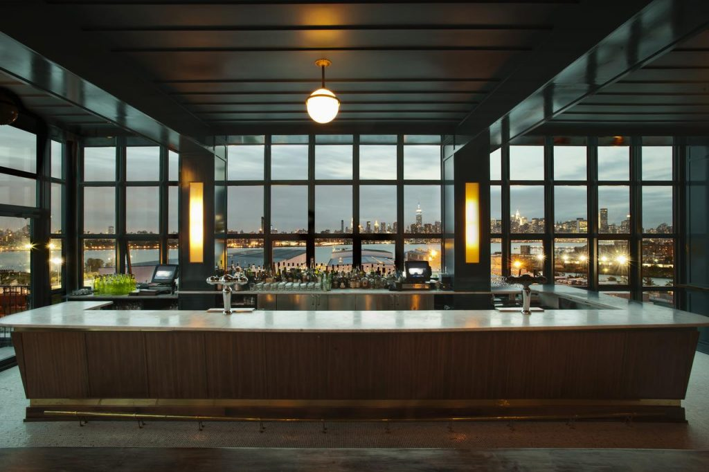 Hôtel à New York - Wythe Hotel à Brooklyn - Bar vue skyline