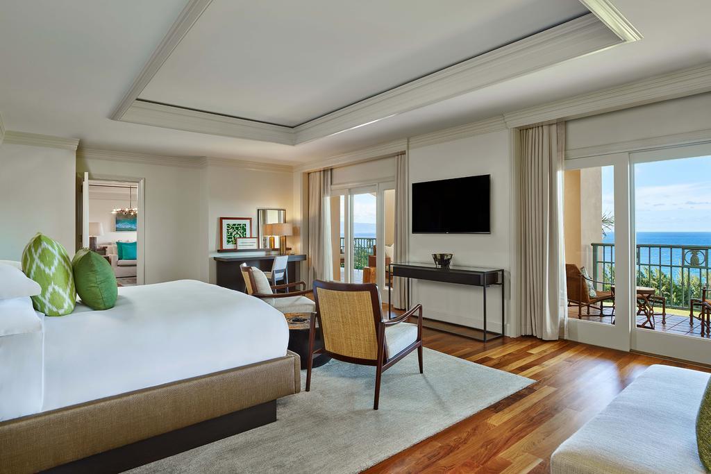 Les 5 plus beaux hôtels de Maui Hawaii - Hôtel The Ritz Carlton Kapalua Salon Chambre