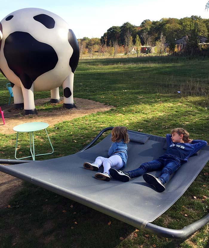 moment de détente pour les enfants au Villages Nature Paris