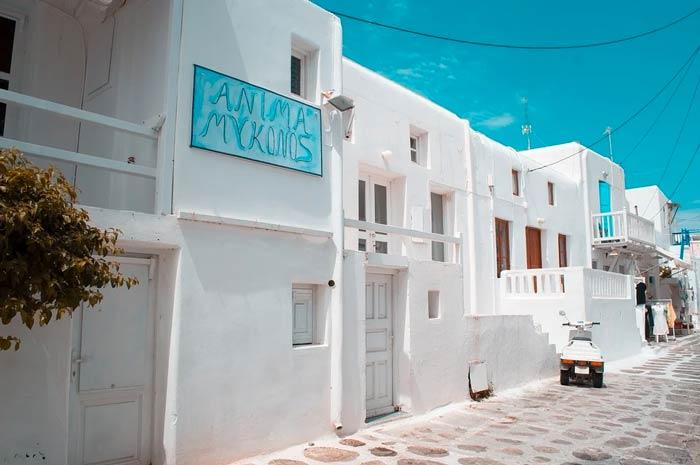 Mykonos rues avec maisons blanches